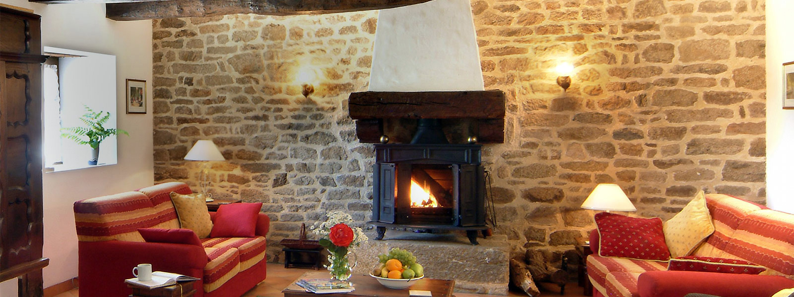 https://www.selectcottages.com/sites/default/files/revslider/image/brittany-fire-lounge.jpg