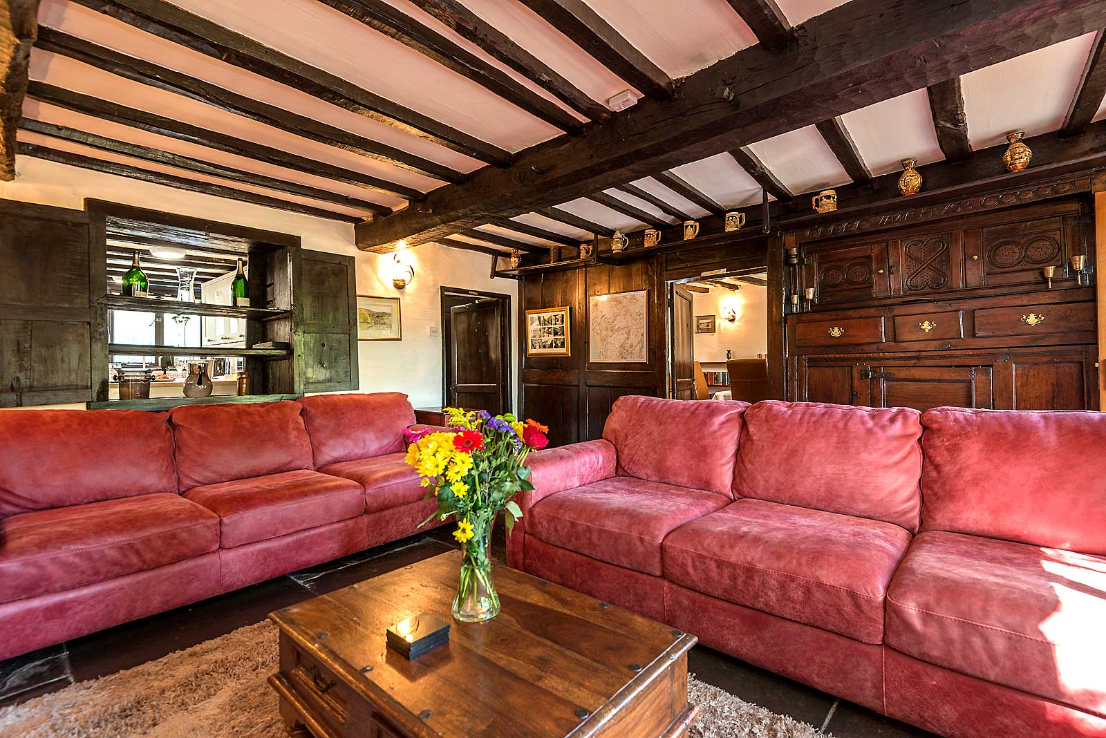 https://www.selectcottages.com/sites/default/files/revslider/image/farmhouse-lounge-500-years.jpg