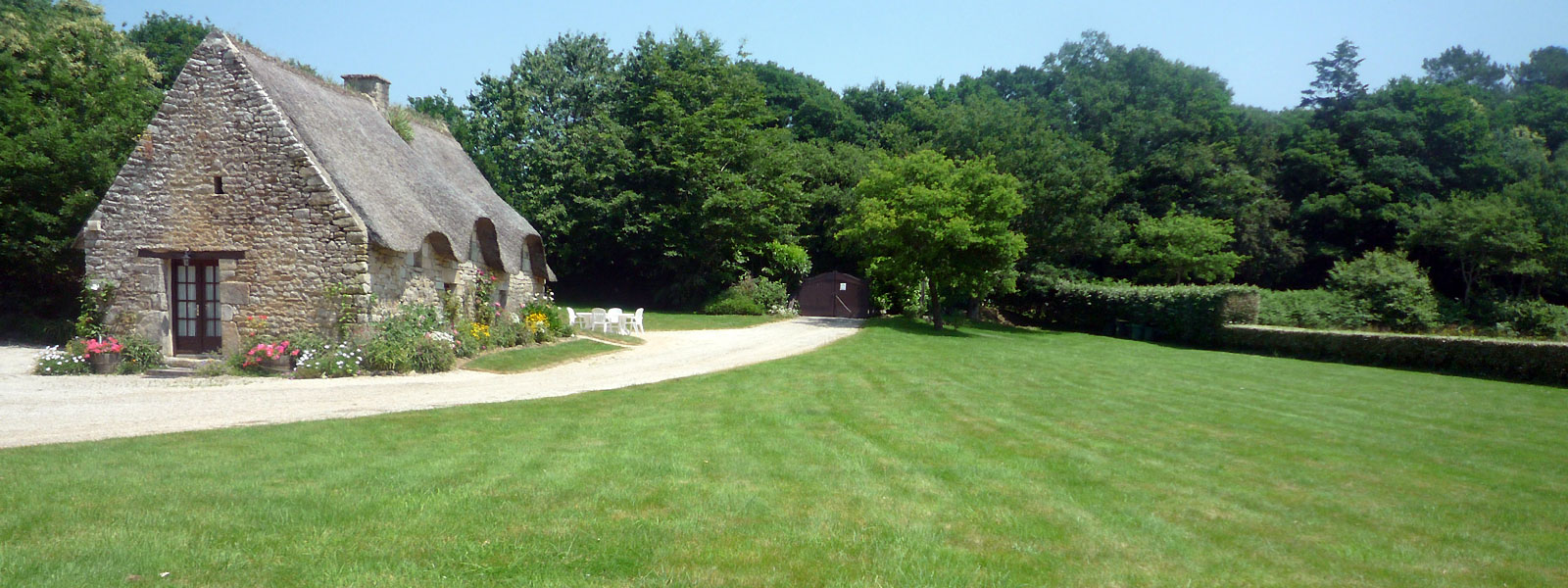 https://www.selectcottages.com/sites/default/files/revslider/image/lawns-at-la-garenne.jpg
