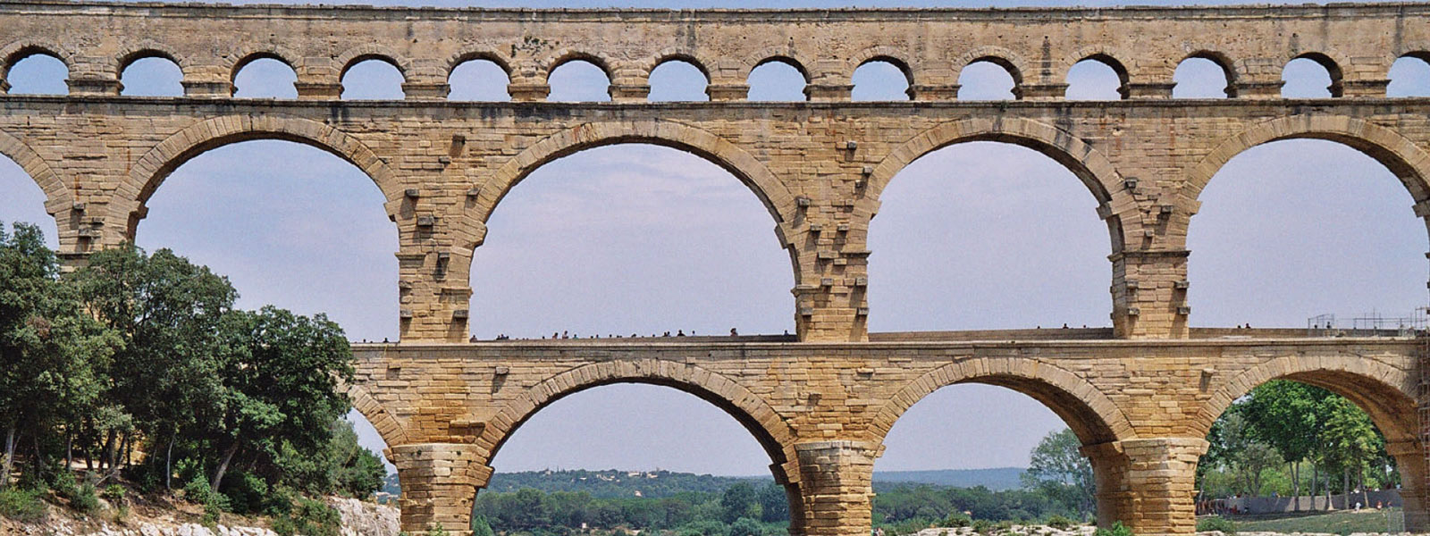 https://www.selectcottages.com/sites/default/files/revslider/image/pont-du-gard.jpg