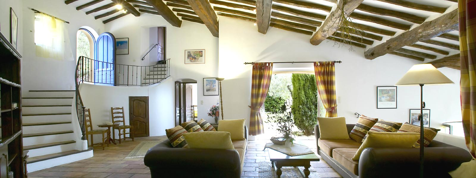 https://www.selectcottages.com/sites/default/files/revslider/image/villa-charmante-lounge-main.jpg