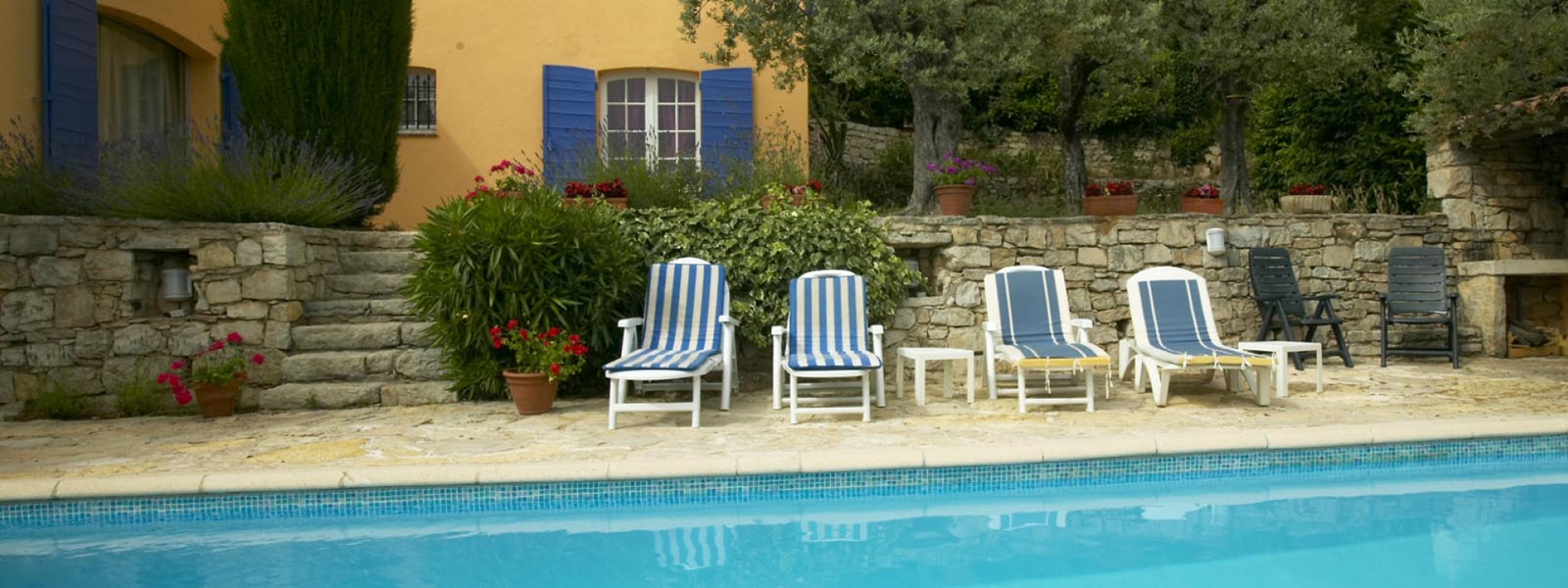 https://www.selectcottages.com/sites/default/files/revslider/image/villa-with-pool-provence.jpg