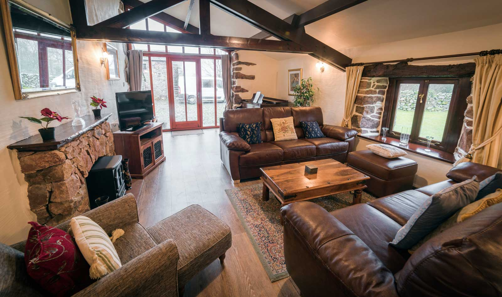 https://www.selectcottages.com/sites/default/files/revslider/image/wastwater-lounge-piano-main.jpg