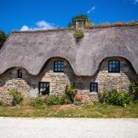 Le Pressoir Cottage bathed in sunlight